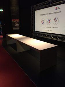 Mehr Geschäft unbenutzte Tische Live Summit