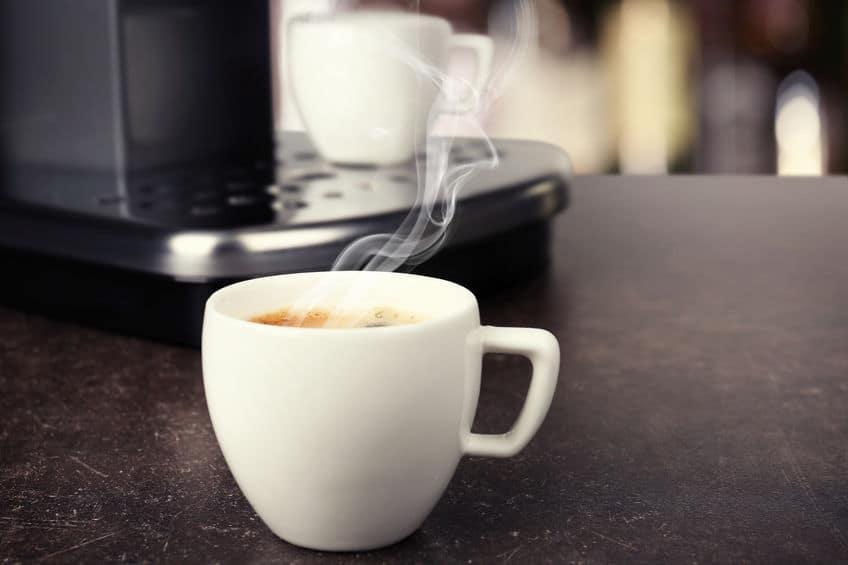 Kaffeeautomat mit Kaffeetasse
